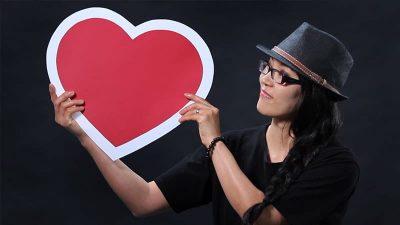 EK holds a heart